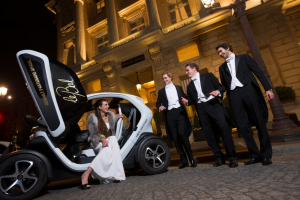 2012 Justine and Cavaliers with the Renault Twizy